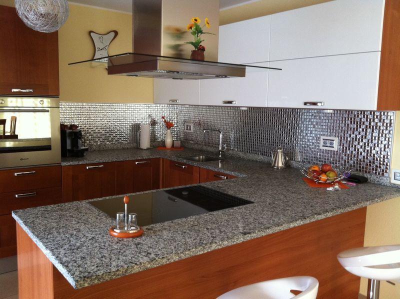 Cucina in mosaico argento in vetro mondo mosaico italia - Mosaico per cucina ...