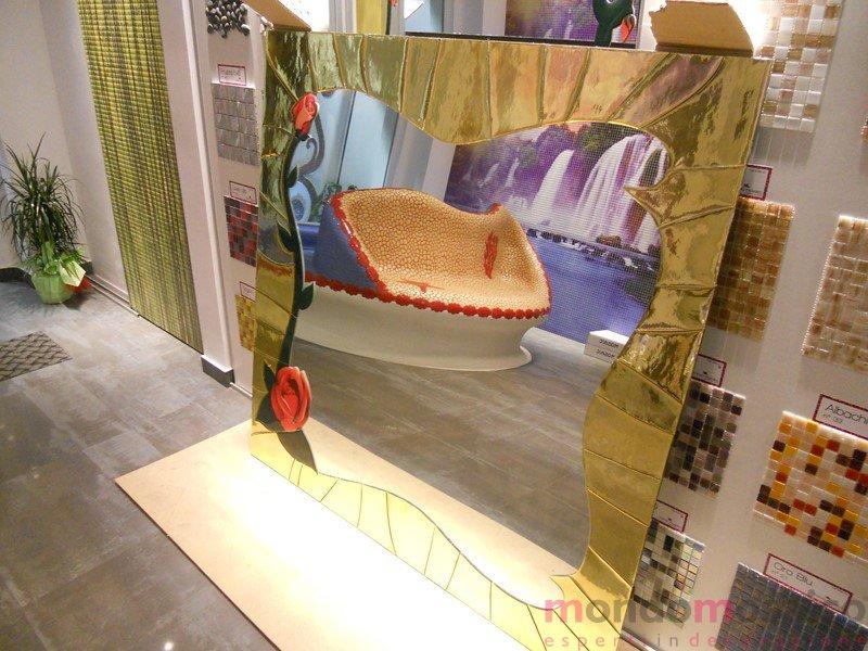 specchio con cornice in mosaico oro 3