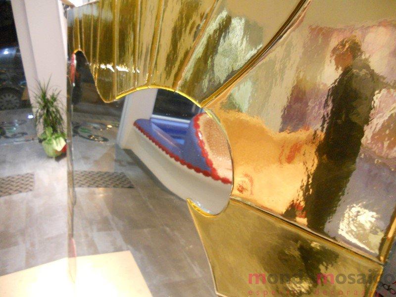 specchio con cornice in mosaico oro 4