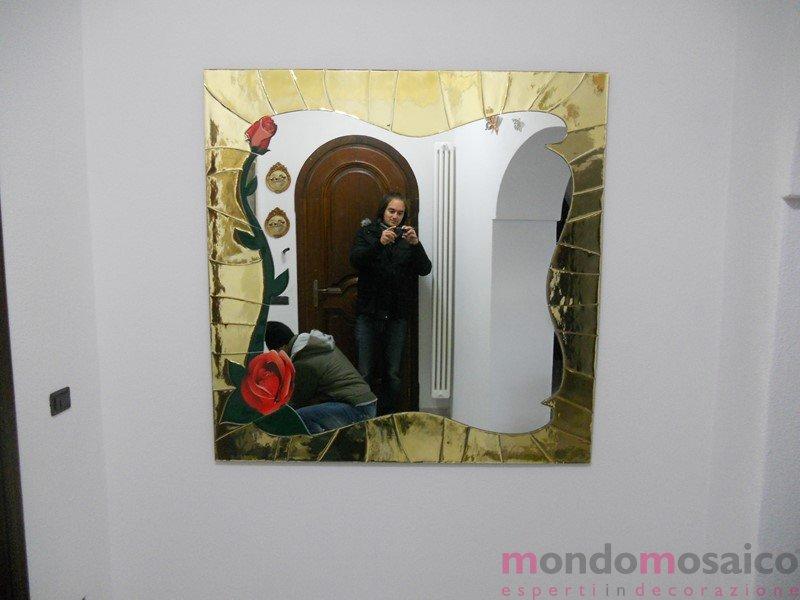 specchio con cornice in mosaico oro 5