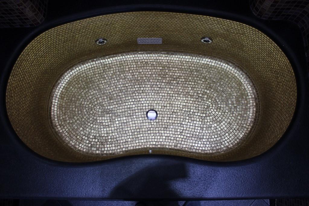 mosaico-oro-in-vasca