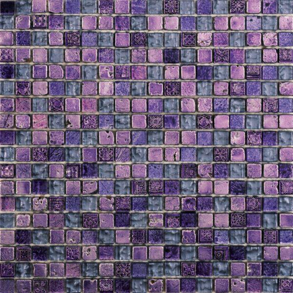 Mosaico in pietra e vetro viola