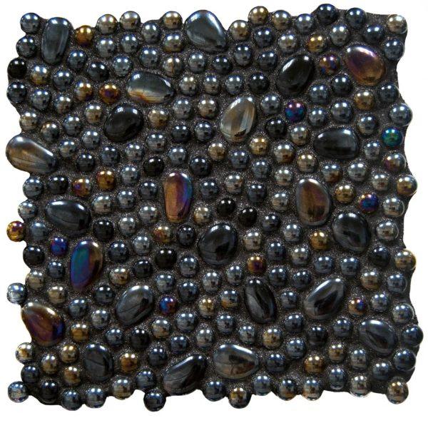 ciottoli neri iridescenti a
